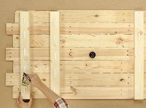 lits en palette diy r aliser une t te de lit en bois leroy merlin decoro 360 votre. Black Bedroom Furniture Sets. Home Design Ideas