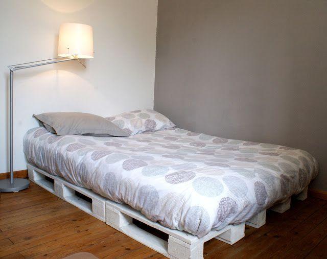 lits en palette comment fabriquer un sommier en palettes. Black Bedroom Furniture Sets. Home Design Ideas