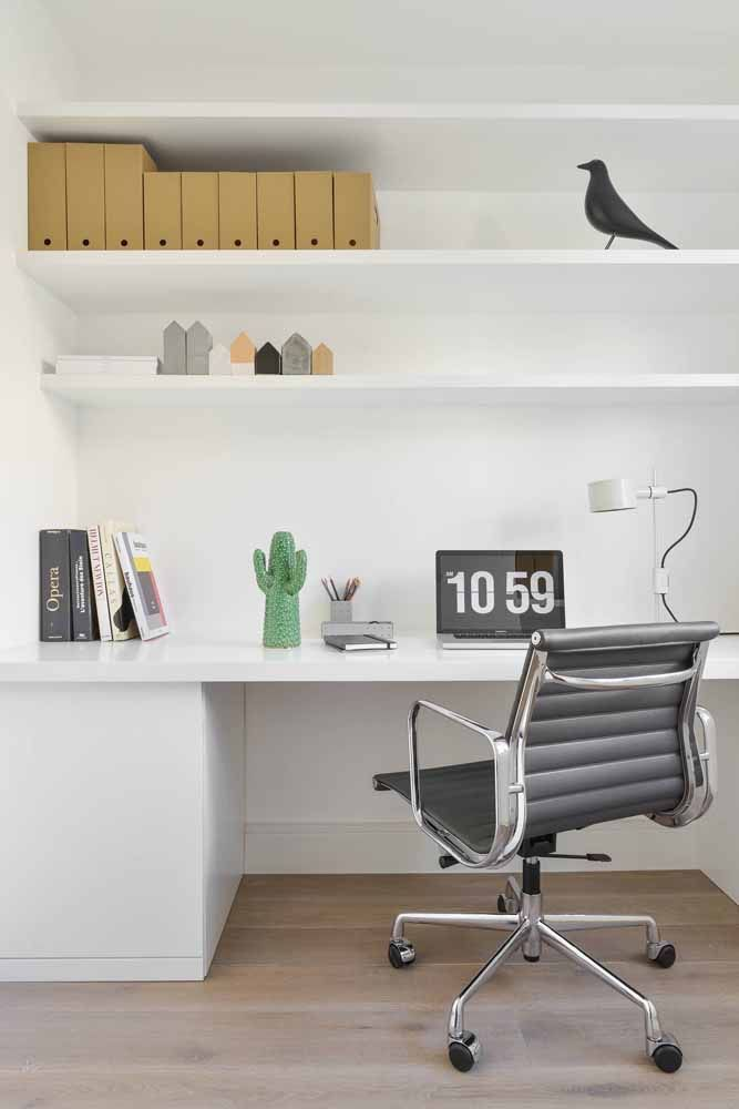 Desk and shelves: a pair to keep everything beautiful and organized
