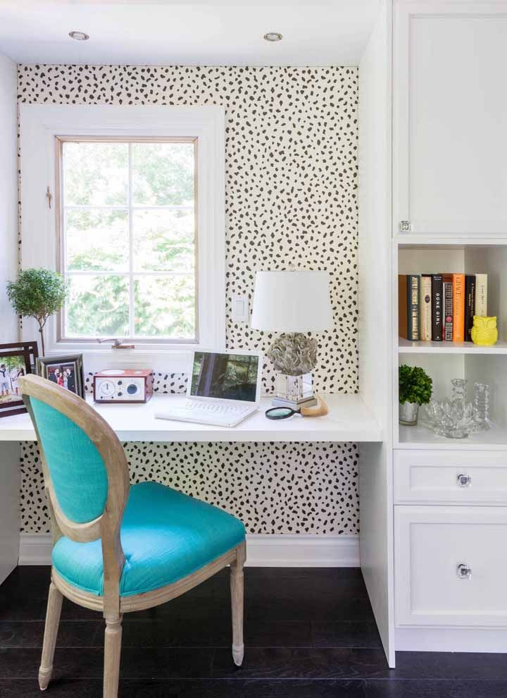 The wallpaper highlights the white hanging desk