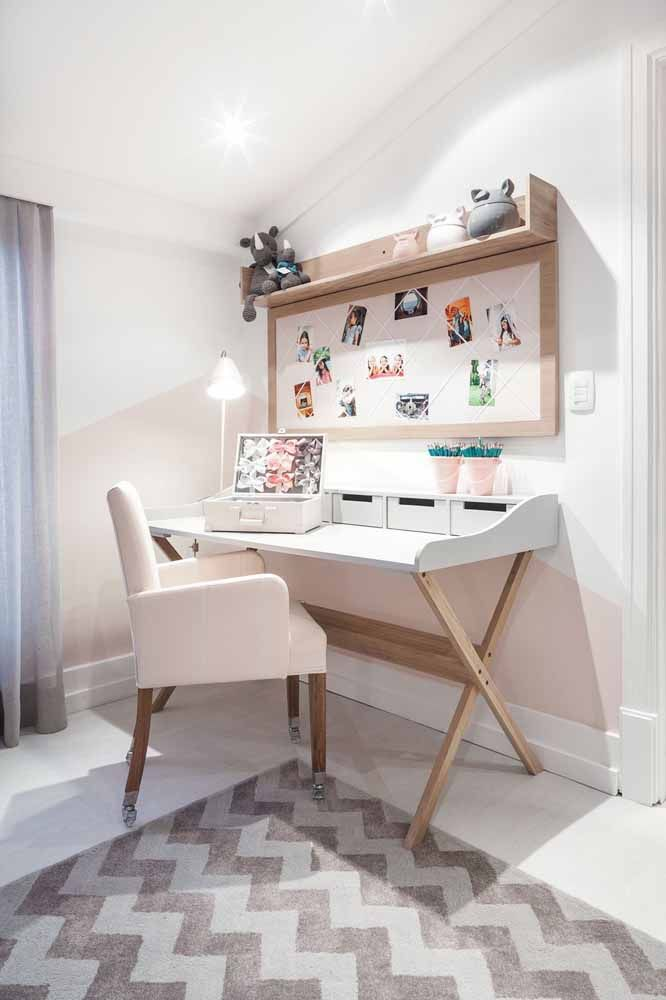 In the children's room, the white desk comes with organizers
