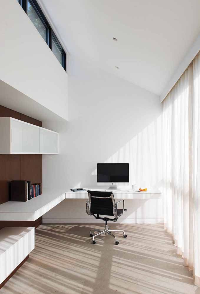 White corner and suspended desk: functional and beyond elegant