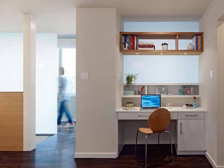 Take advantage of that corner of the house to install the desk, but do it with care