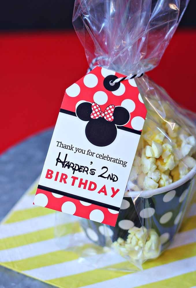 Make a plastic wrap and put a personalized tag to deliver Mickey's souvenirs