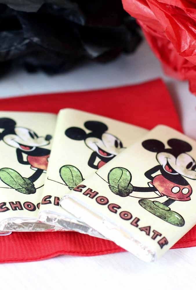 Which child does not love chocolate? But do you want to do something different? Customize the packaging with the Mickey theme