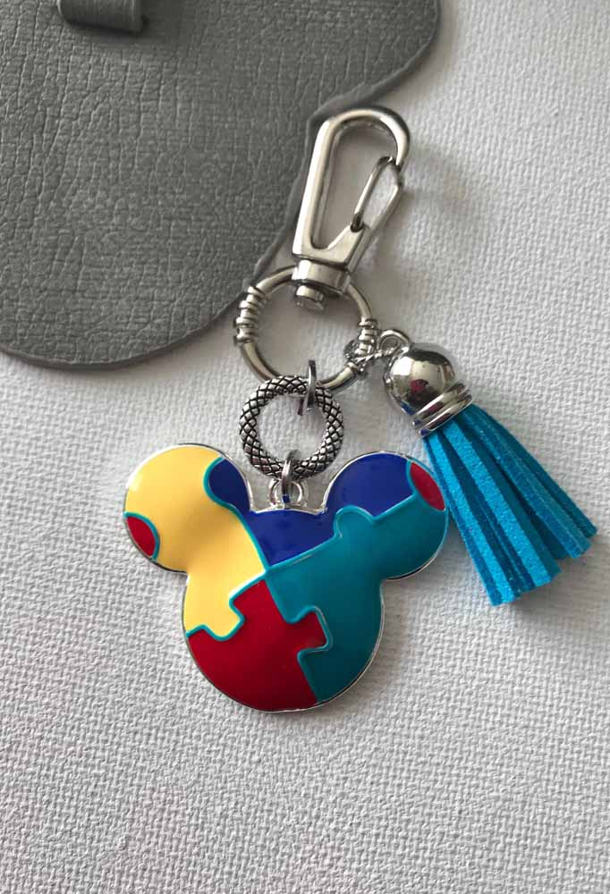 Look at this fantastic keychain for those who want to innovate when making a souvenir of Mickey's party