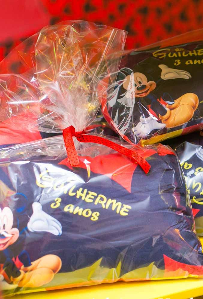 Different souvenirs are perfect for giving out at a Mickey party