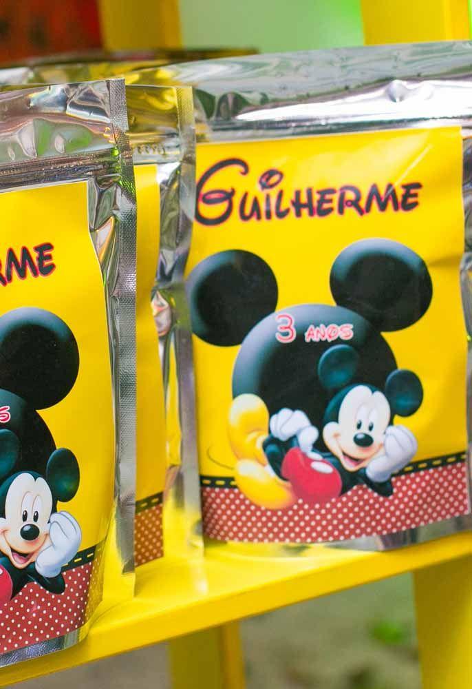 Prepare an exclusive souvenir for Mickey's party