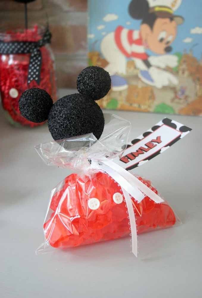 Some souvenirs are very easy to make because the materials used you can find anywhere