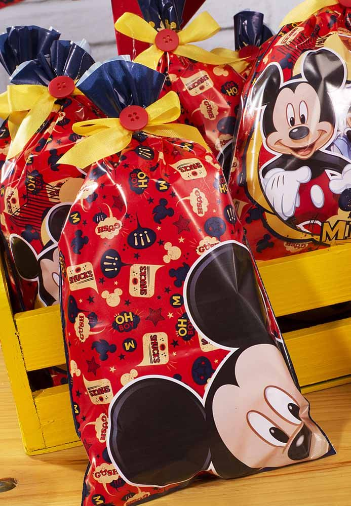 If you have a lot of souvenirs, put everything in a big Mickey-themed bag