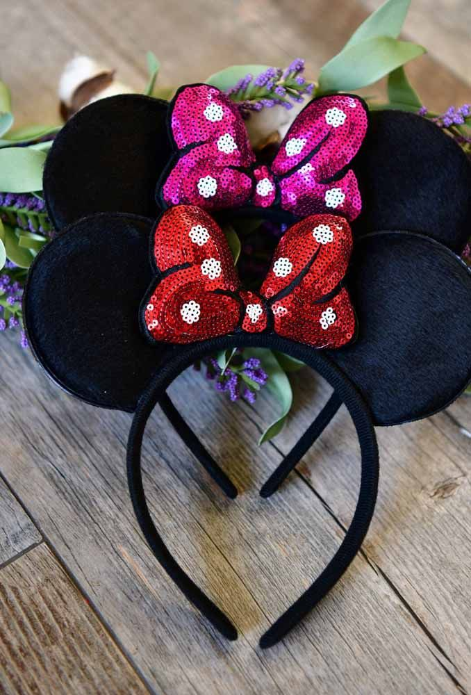 To make the girls party style, hand out trays with Mickey's little ear