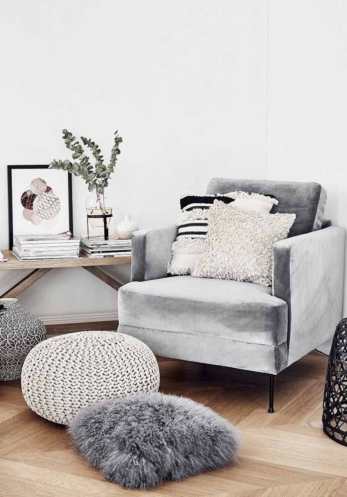 Velvet, plush, crochet: write down the textures you need at home to create the best hygge style