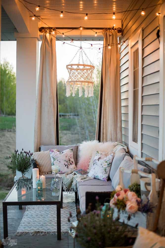 A balcony like this is to watch the day go by without haste