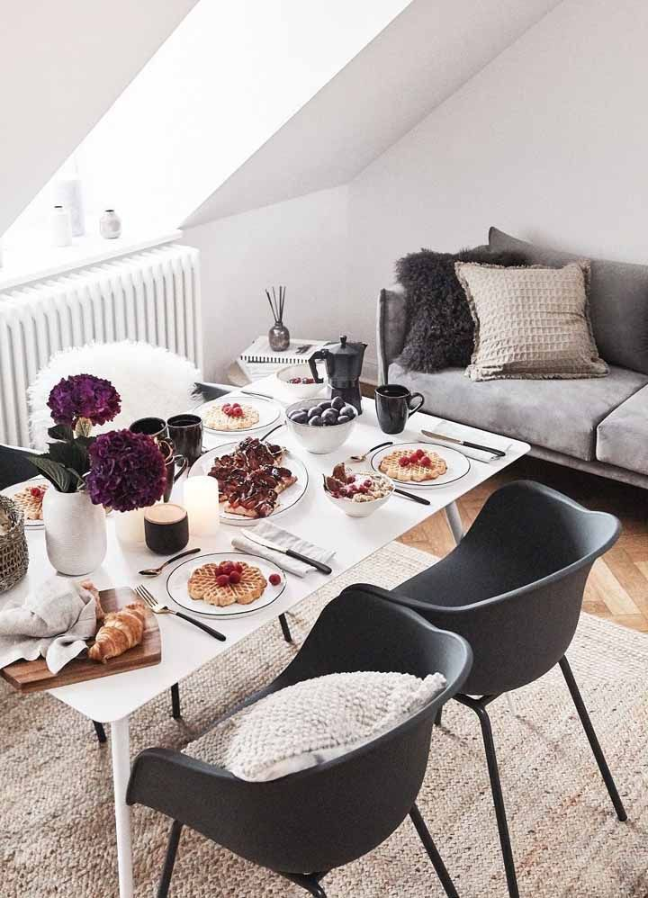The pleasure of a table set: more than beautiful, it sharpens the palate and reiterates the hygge proposal to move with all the senses