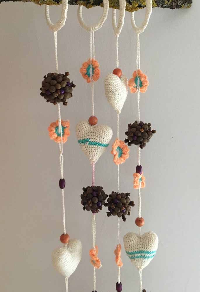 Different and charming: curtain of crochet hearts, flowers and seeds