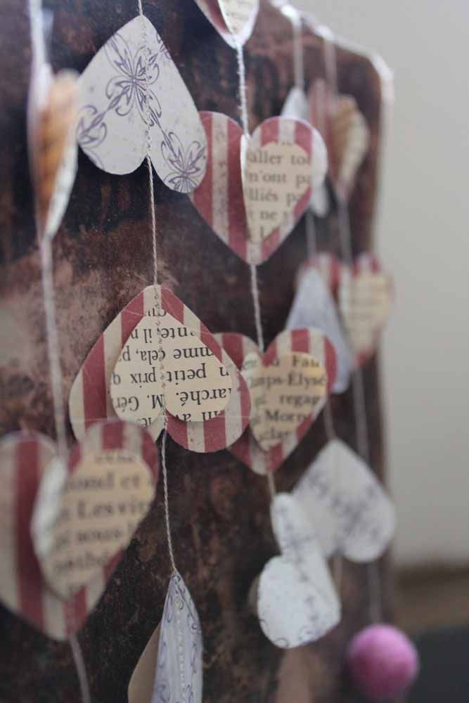 A curtain of hearts made with newspaper: beautiful and unusual