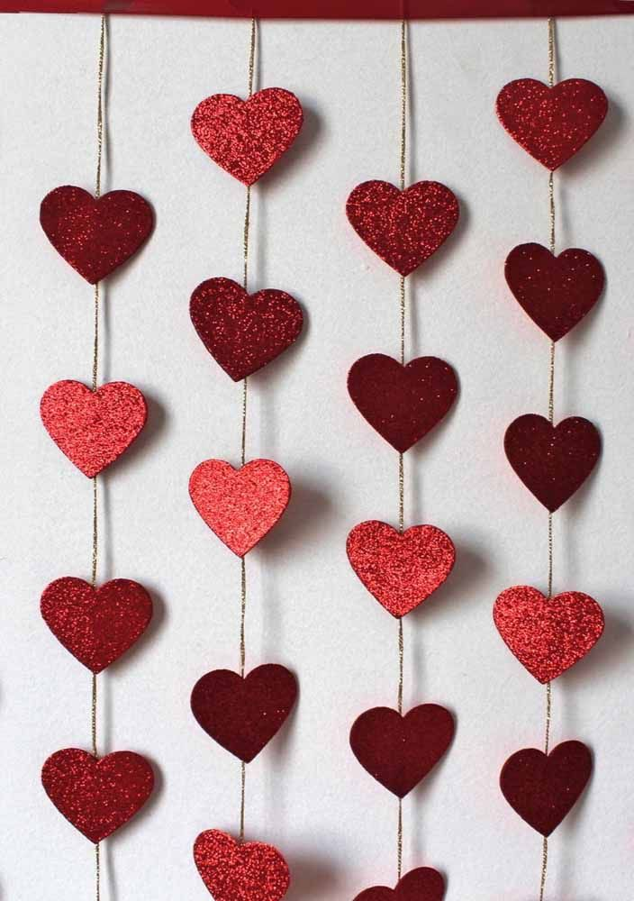 Make your heart curtain shine using glitter