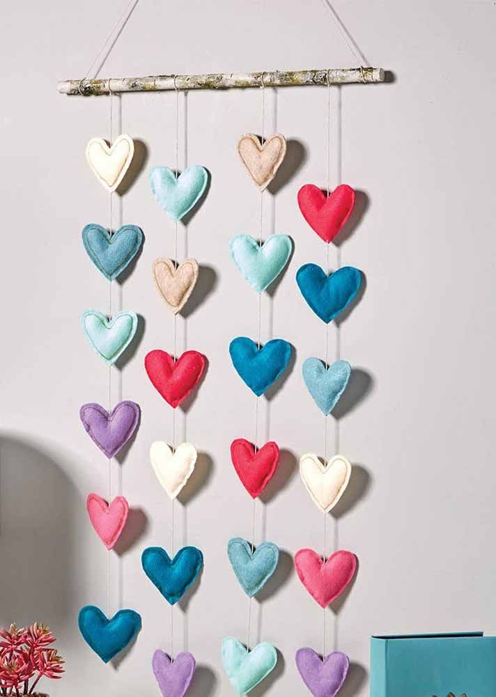 The felt hearts curtain gained a rustic support