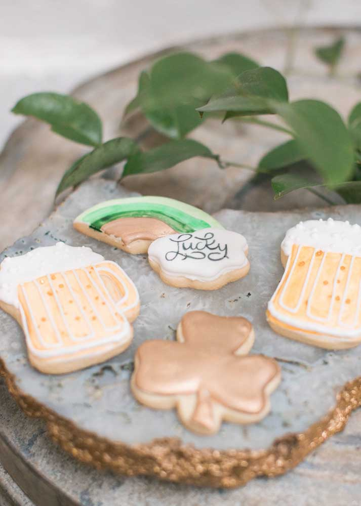 Cookies decorated with traditional Irish symbols. Besides being a great option for the menu, they also decorated the party