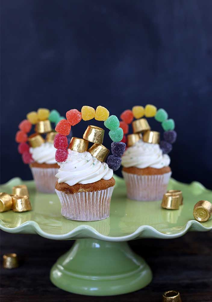 Cupcakes decorated with horseshoe-shaped jelly beans
