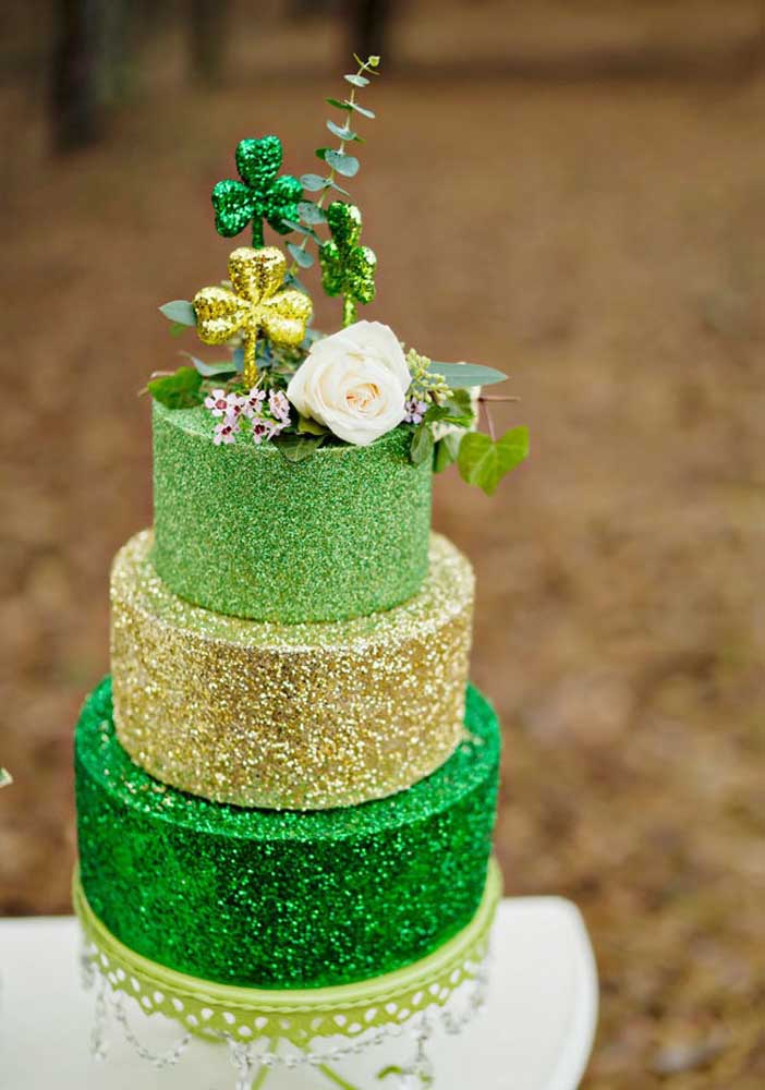 Who says there is no cake on St. Patrick's Day? Yes, it does and it comes decorated!