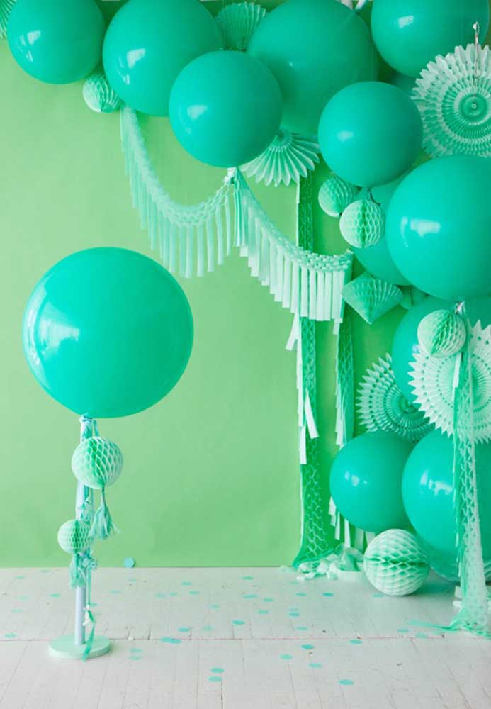 At the feast of Saint Patrick, you cannot miss green balloons