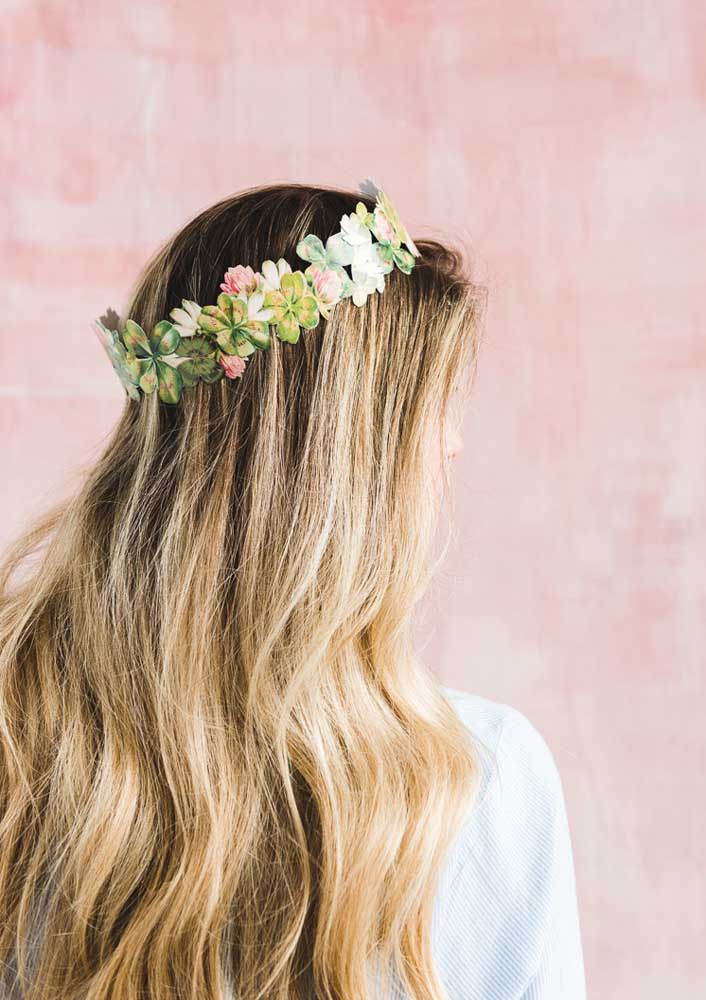 How about a tiara of flowers to decorate the hair of the guests?