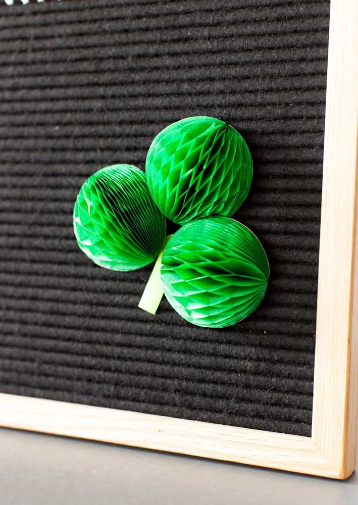 Paper ornaments in green color for decoration of the feast of Saint Patrick