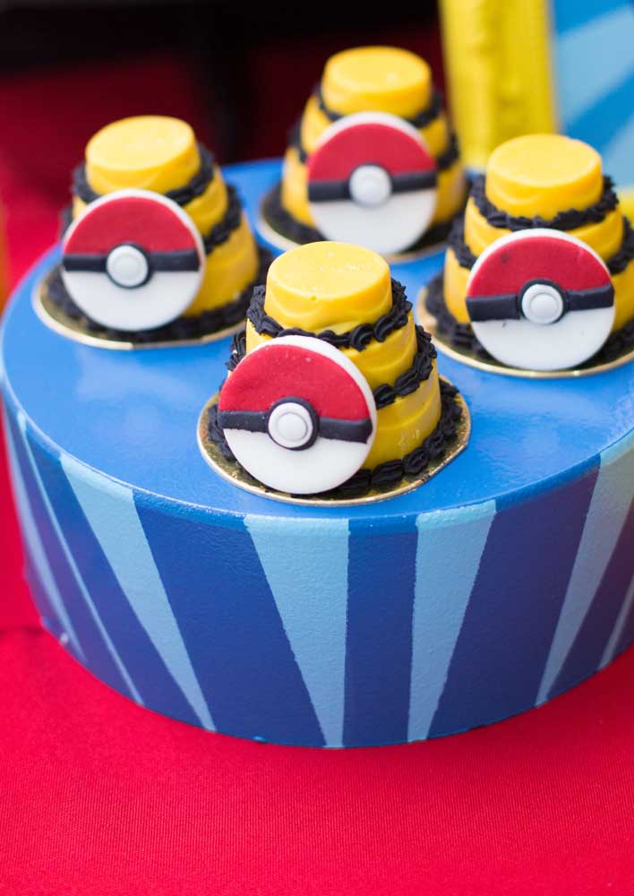 Look how you can make the pokemon centerpiece for your child's party.