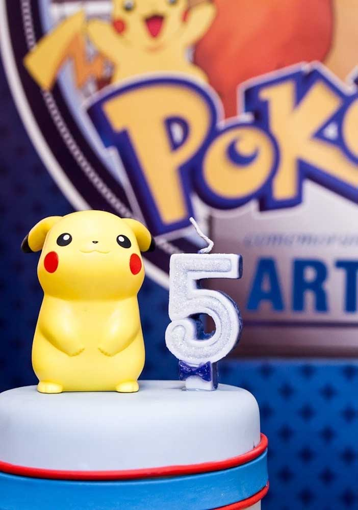 On top of the pokemon cake, nothing better than placing the Pikachu character next to the candle.