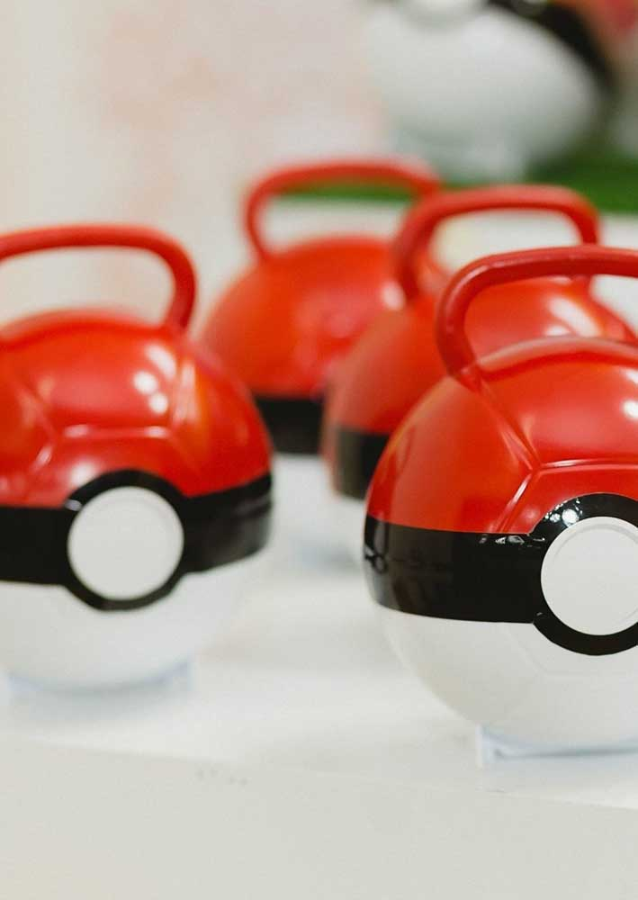 Did you know that it is possible to buy pokeballs ready to decorate the pokemon party?