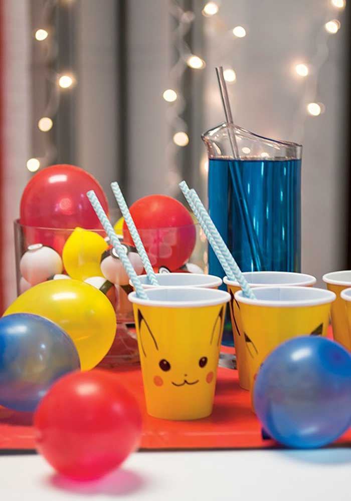 You can make a simple pokemon decoration with balloons and personalized cups.