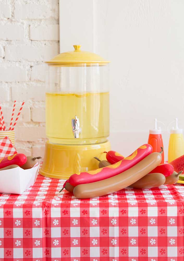 Do you already know how to decorate for the hot dog night?