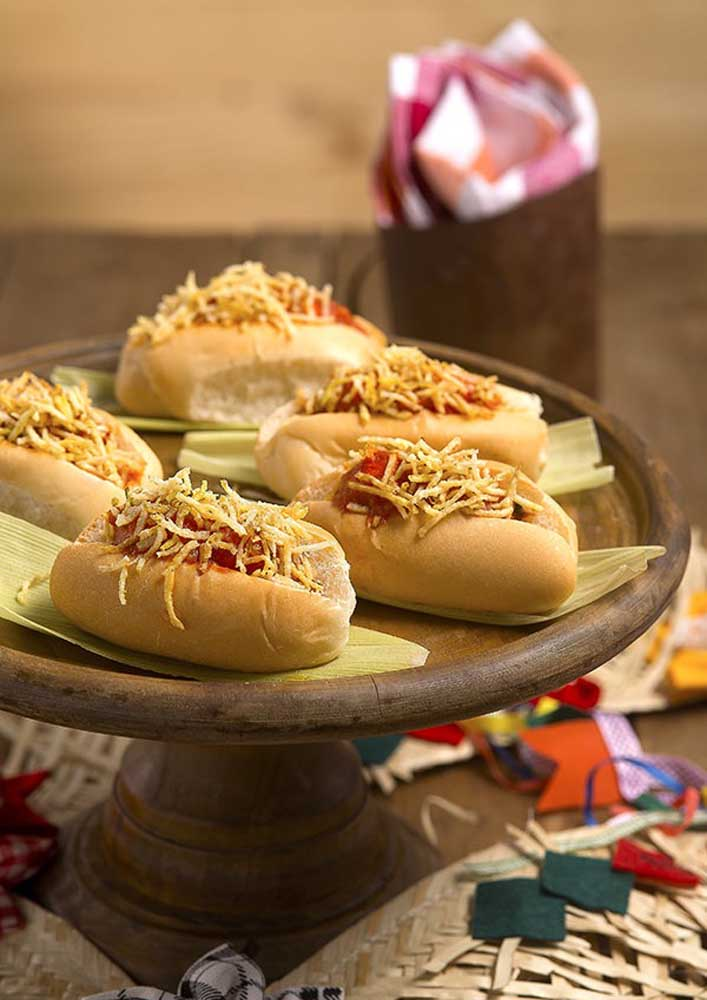 Learn how to make the hot dog party and choose the best decorative objects.