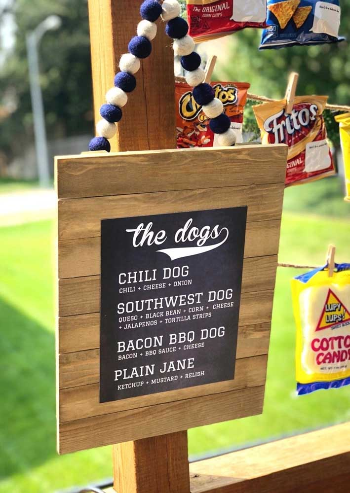 If the party has a hot dog variation, it is best to make a nameplate.