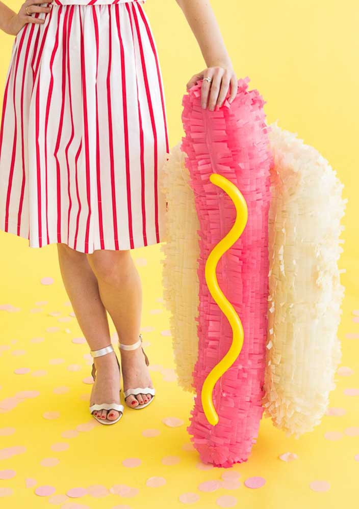 A creative idea to decorate your hot dog night.