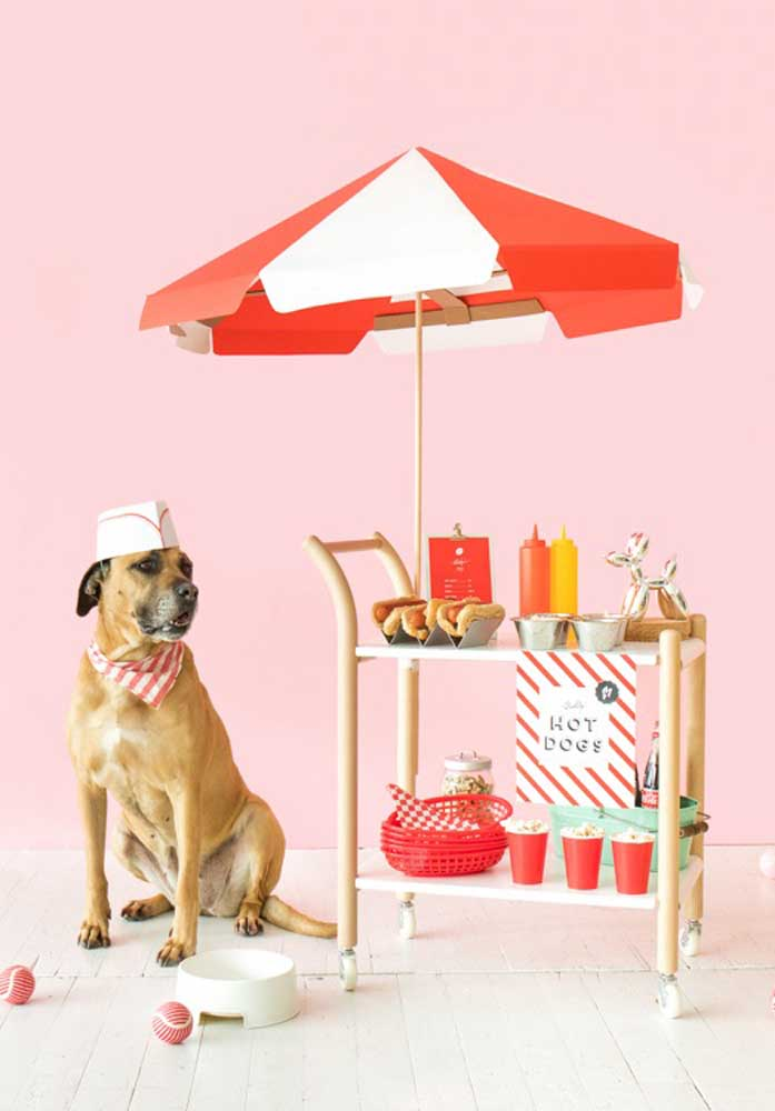Bet on a lively and funny decoration for the hot dog night.