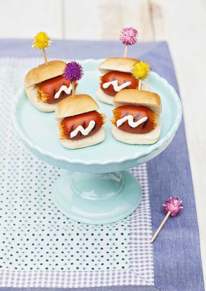 Mini hot dogs are perfect for serving at children's parties.
