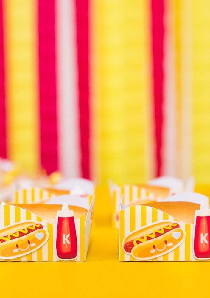 Bet on personalized packages with the theme hot dog to serve your guests.