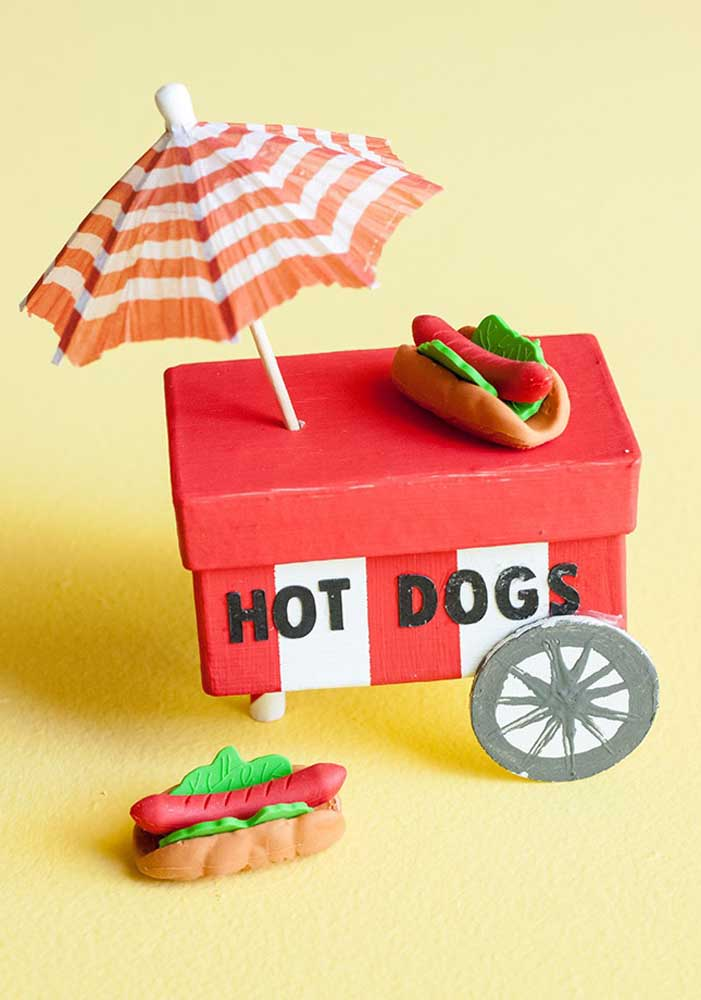 You can even prepare some decorative items for the hot dog party.