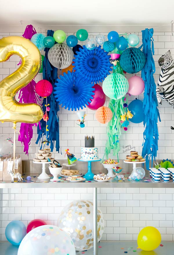 Fun and colorful contrast for the table