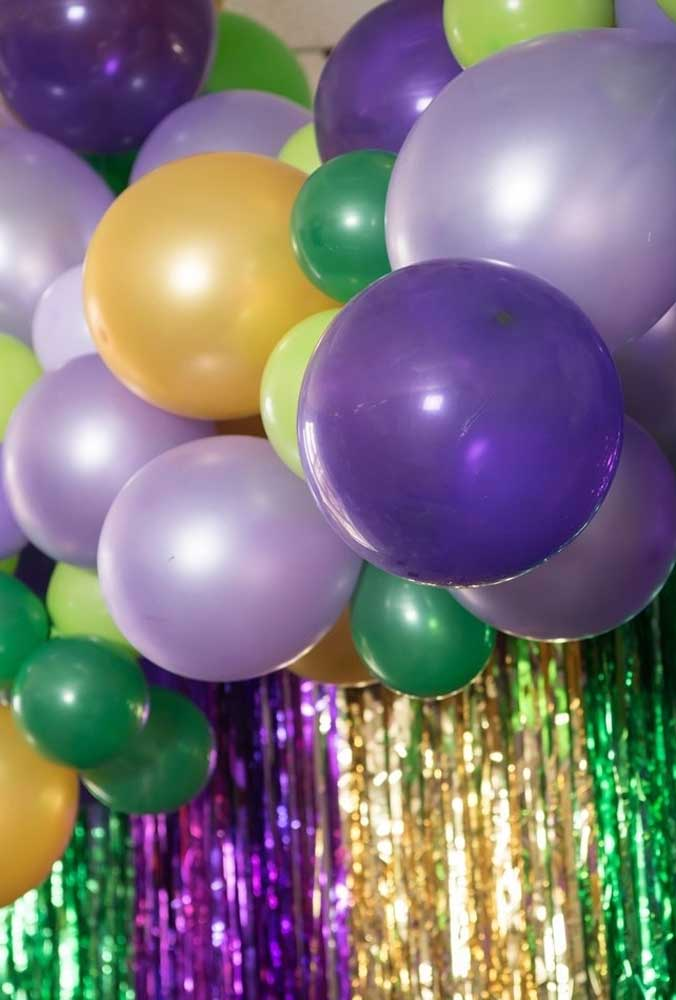 In the carnival decoration use and abuse colorful elements like balloons and ribbons to give more life to the party.