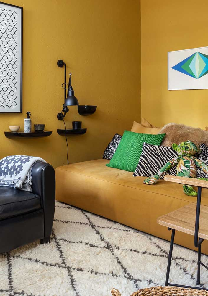 Modern living room decorated in shades of dark yellow, black and green