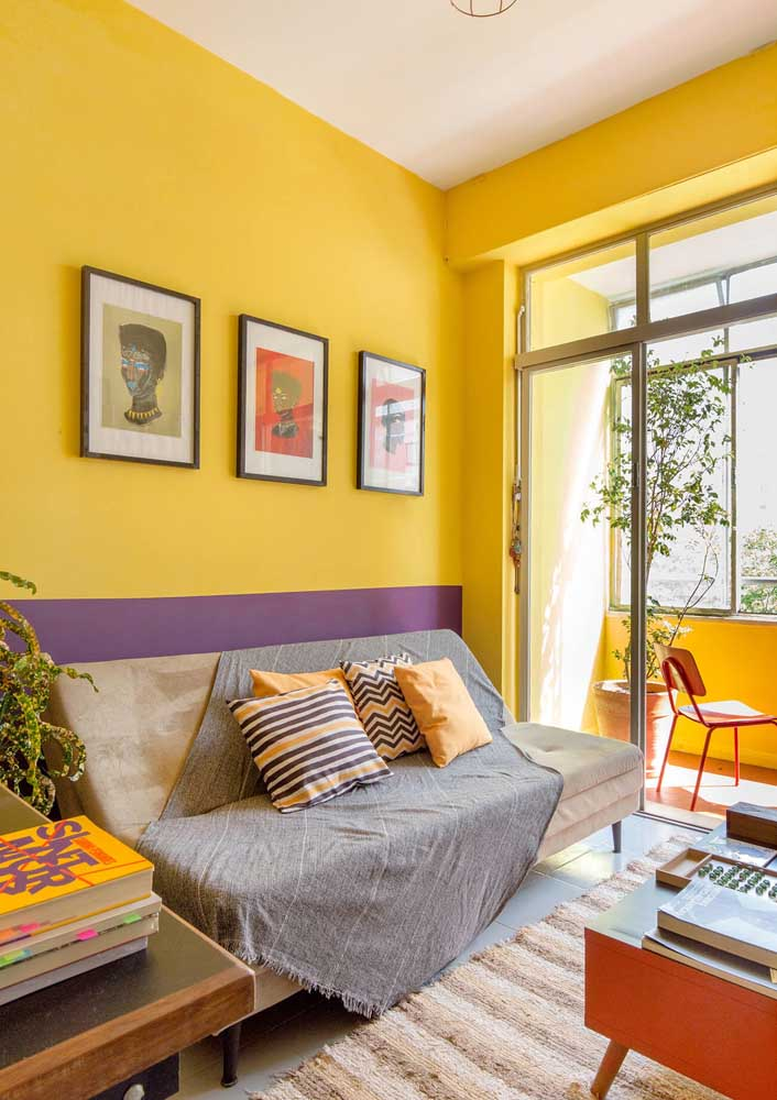 And for those who are not afraid to be happy, here's a suggestion: yellow and purple room