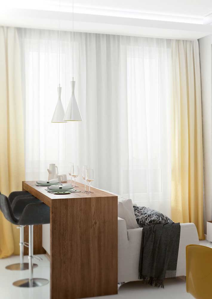 Have you ever thought about yellow curtains? This room opted for a gradient effect