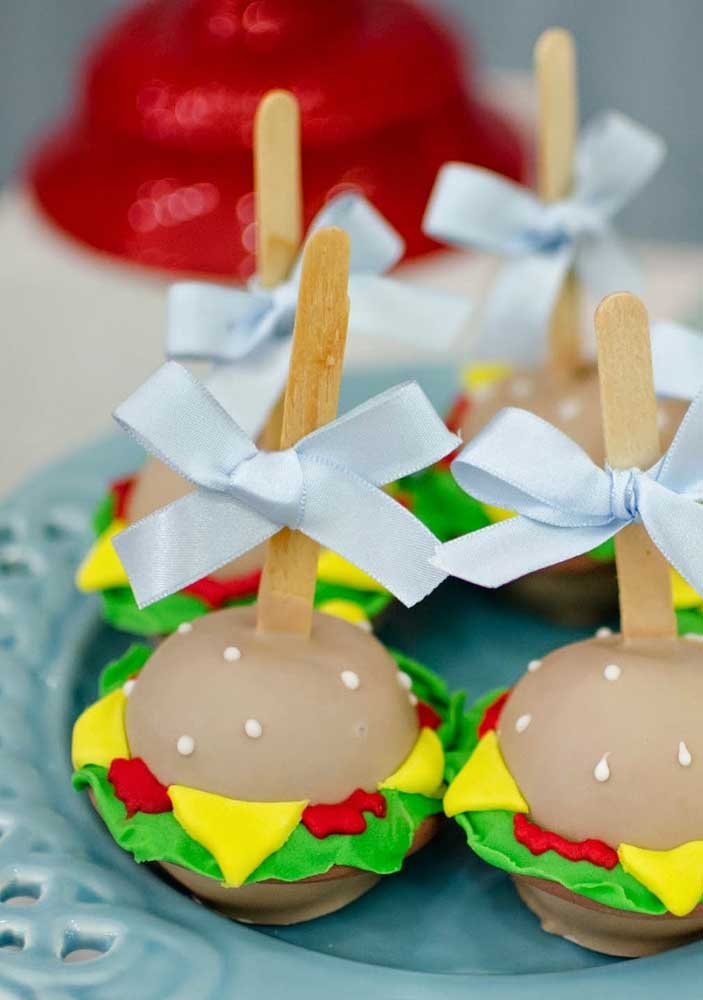 Burgers! The most requested delicacy in SpongeBob's design, only here it is served in the sweet version
