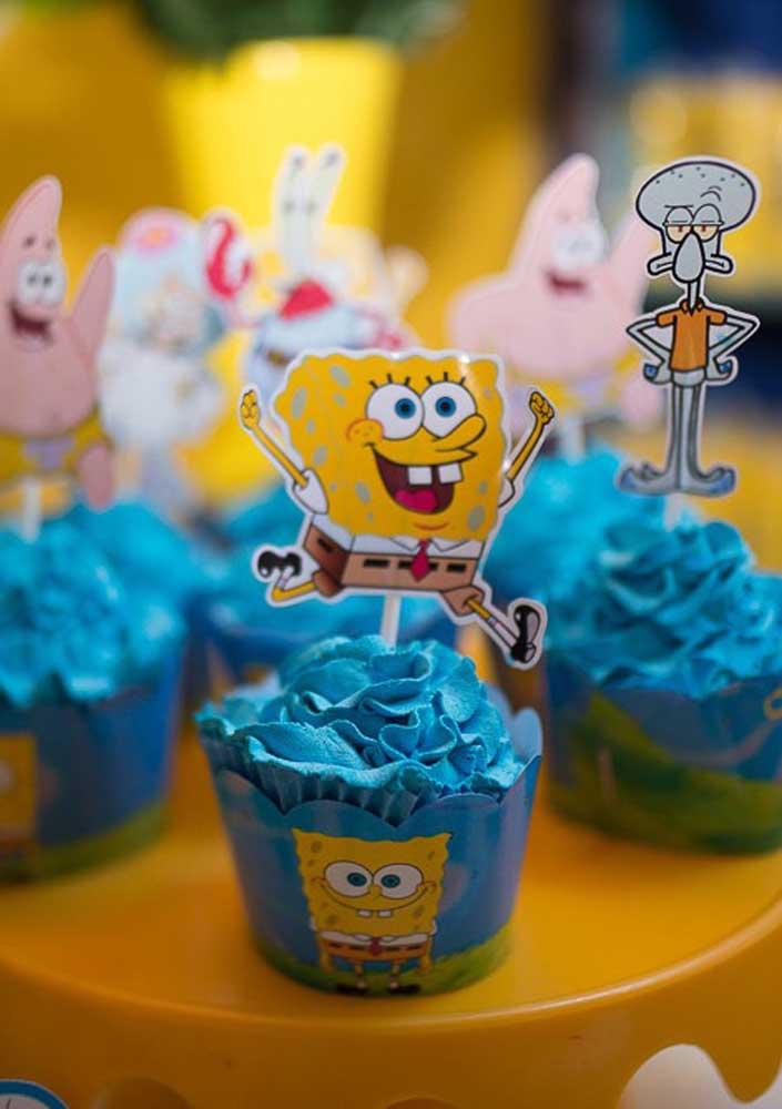 Blue sea-colored cupcakes!