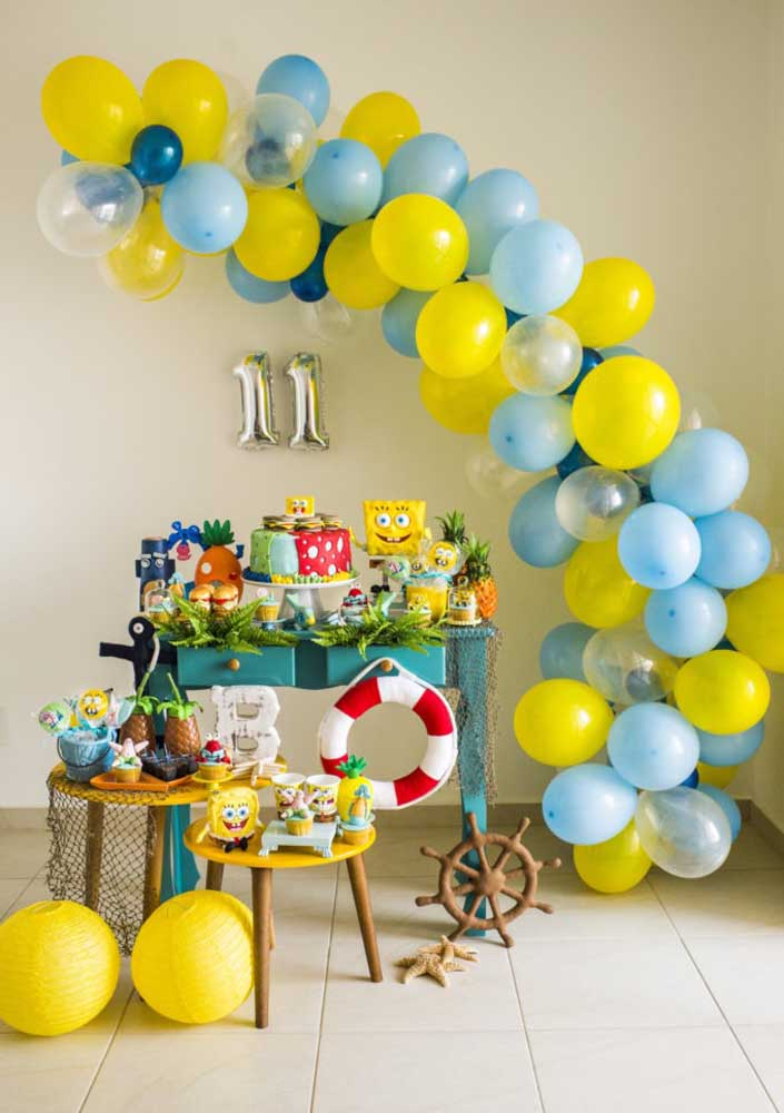 Simple Sponge Bob Party. Highlight for the balloon arch that adds volume to the decoration