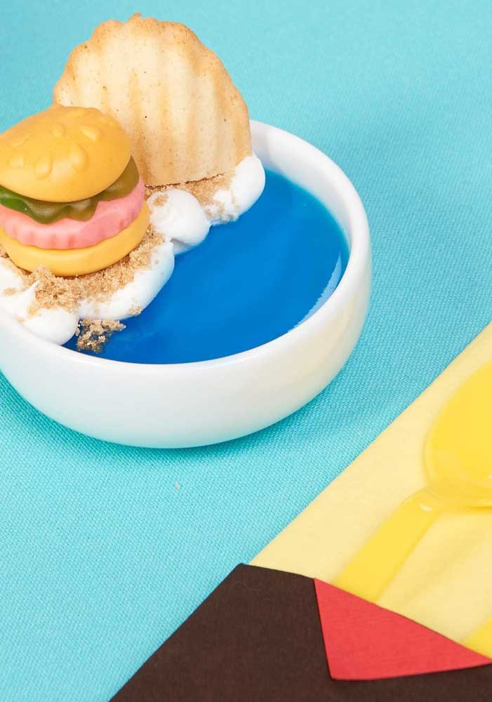 On the menu, foods that resemble the SpongeBob design and the bottom of the sea