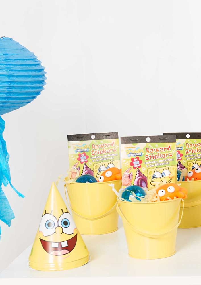 Here, the buckets were used to place the sponge cake souvenir sweets